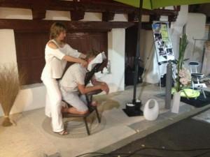Intervention shiatsu sur chaise lors des marchés nocturnes. capbreton, hossegor, soustons, anglet